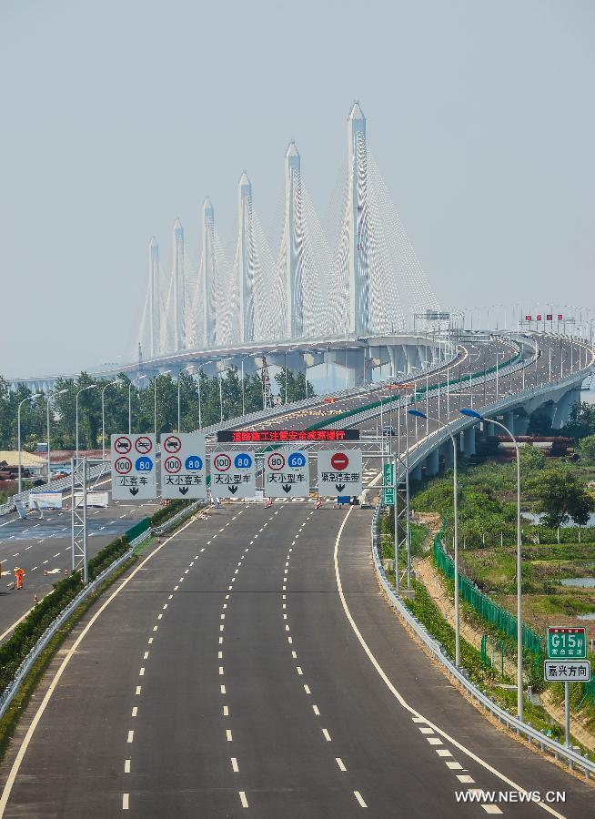 Первые авто проехали по мосту 28 мая