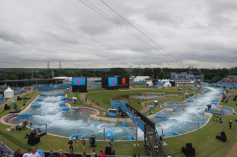 В лондонском Lee Valley White Water постоянно проходят соревнования по гребному слалому