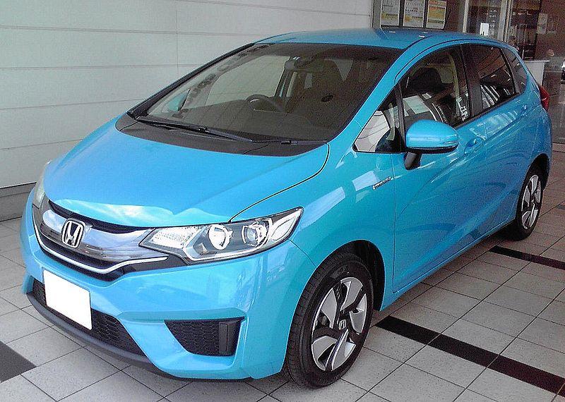 Honda Fit стоит около 16,5 тысяч долларов (около 445 тысяч гривен)