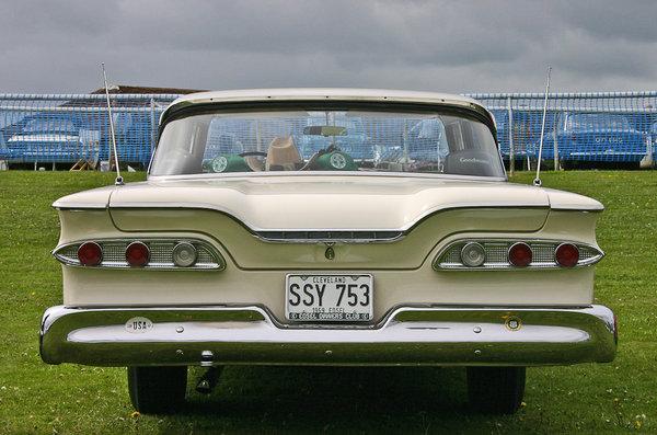 Edsel 1959 модельного года легко узнается по видоизменённой решетке радиатора и куда менее оригинальной задней оптике