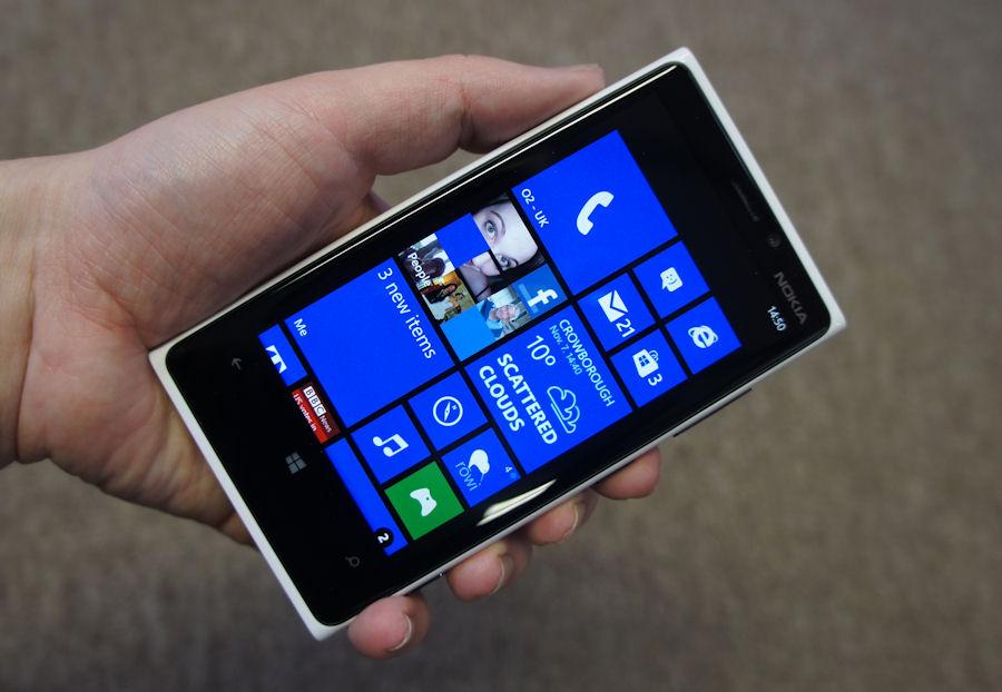 Nokia Lumia 920 - на втором месте по популярности