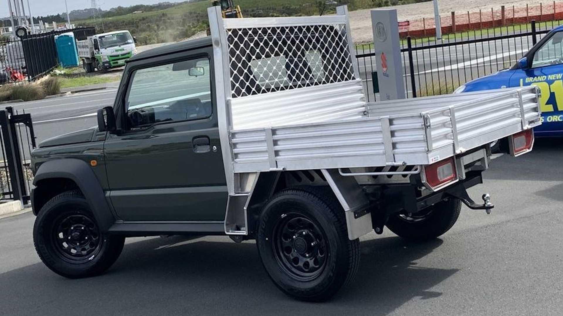 Цена на такой мини-внедорожник в кузове пикап начинается от 23 000 долларов