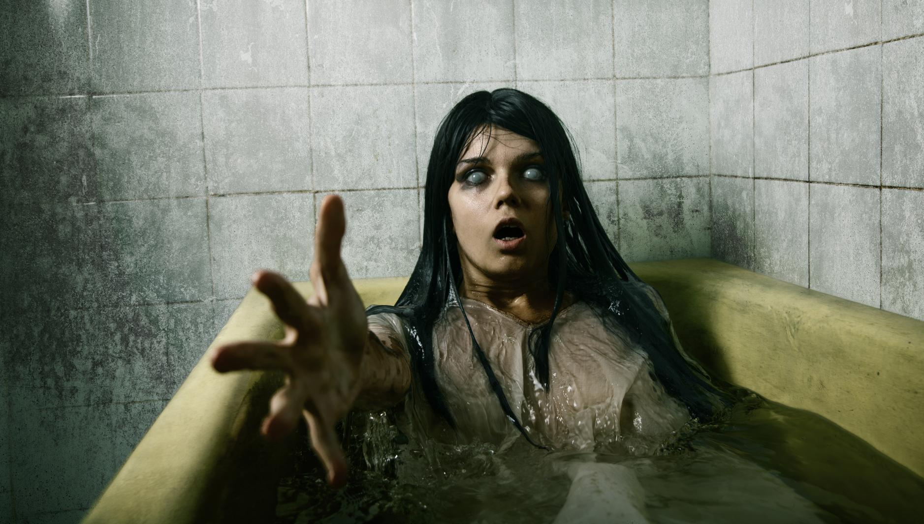 Соседка пошла в ванну фото 15 фотография