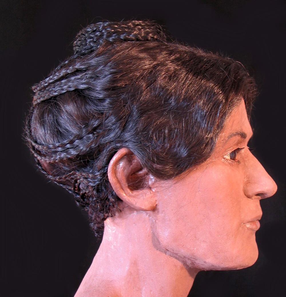 Такую прическу, возможно, носила императрица Фаустина
