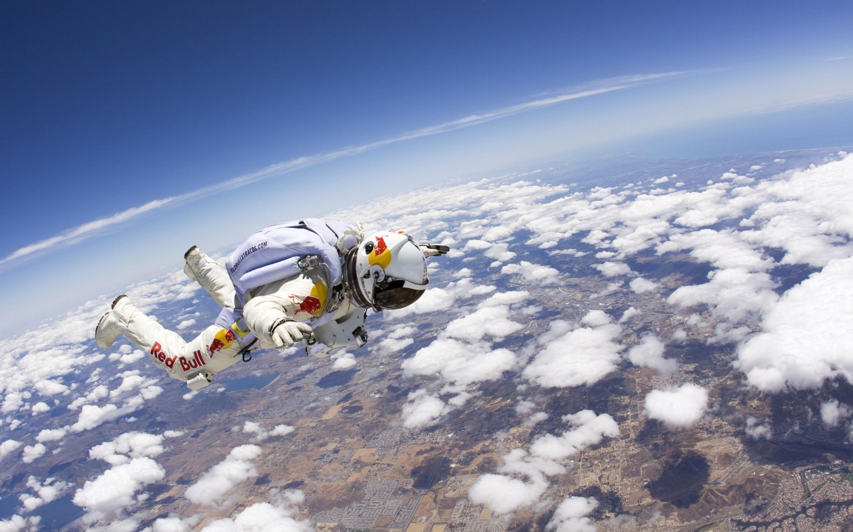 А тебе слабо прыгнуть с высоты минимум 30 тысяч метров?