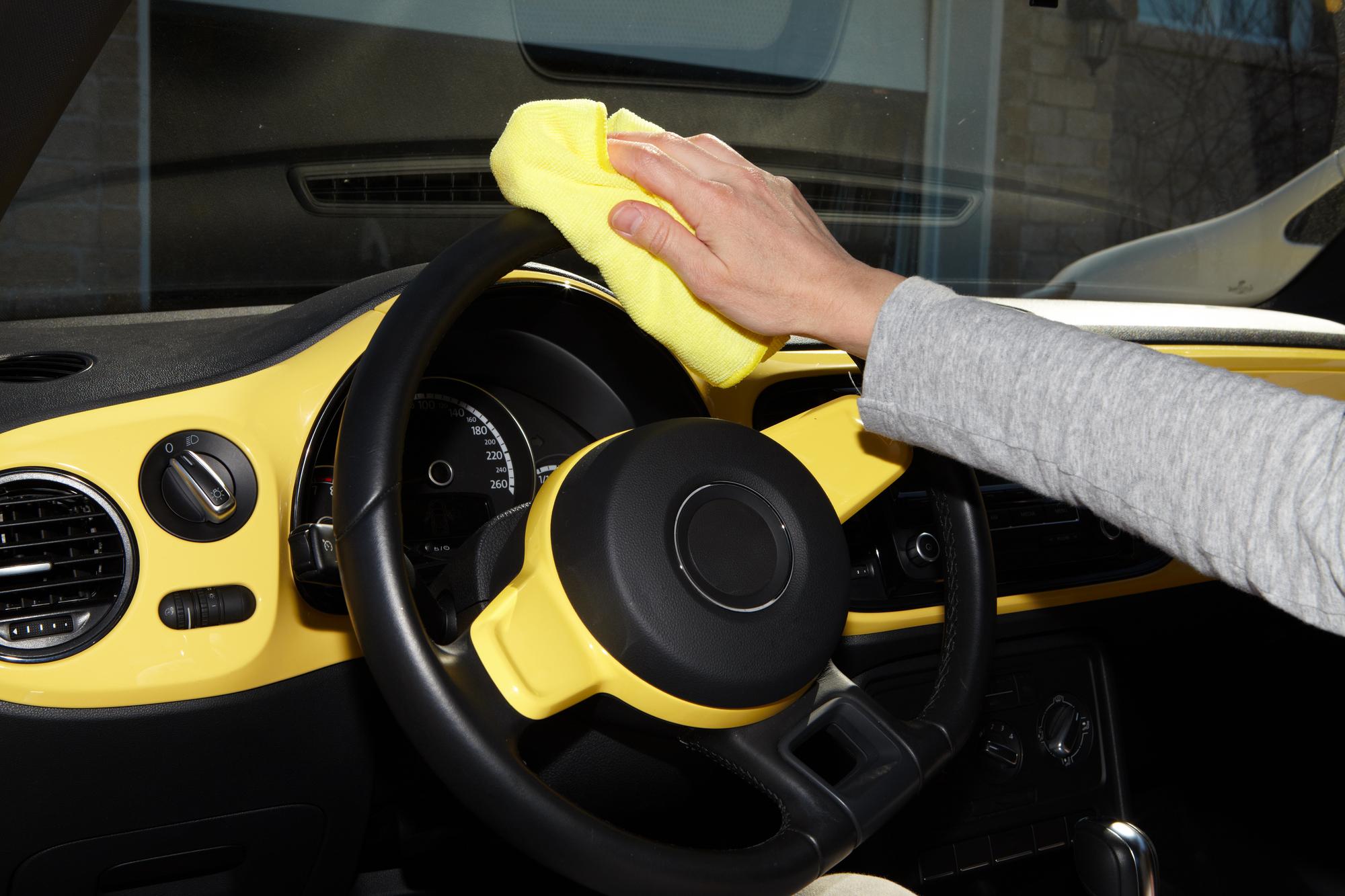 Назван самый полный перечень «грязных» мест в автомобиле