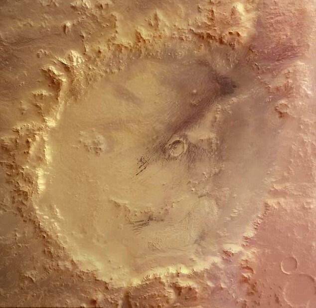 Смайлик на Марсе — иллюзия