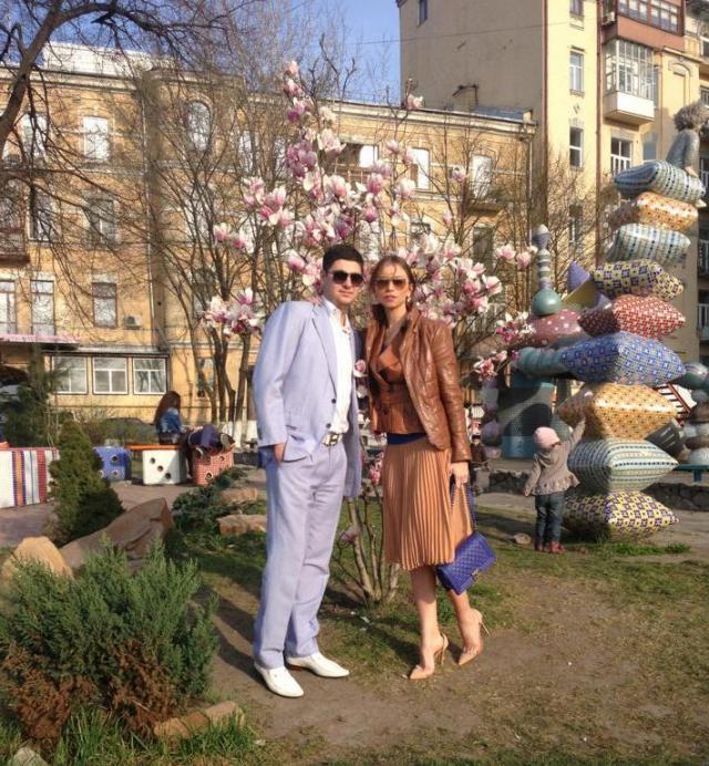 Калиновский с девушкой на Пейзажной аллее в Киеве