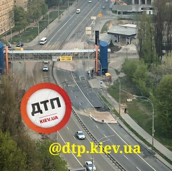 В Киеве не поделили дорогу такси и мопед Uber