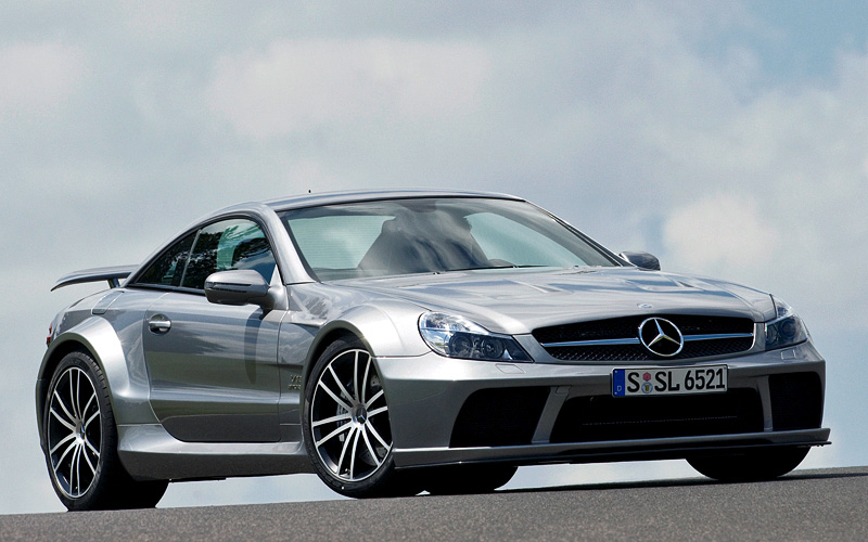 Mercedes-Benz SL65 AMG ориентирован более на комфорт, нежели на автоспорт. Хотя по характеристикам спорткарам ничем не уступает