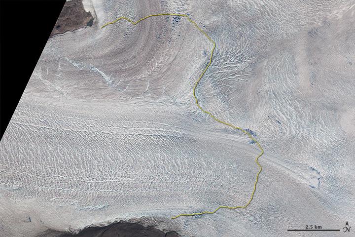 Ледник Якобсхавн в июле 2001 года — снимок со спутника NASA