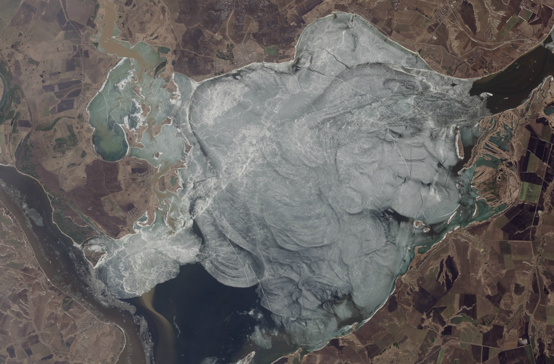 Таяние льда на реке Волга