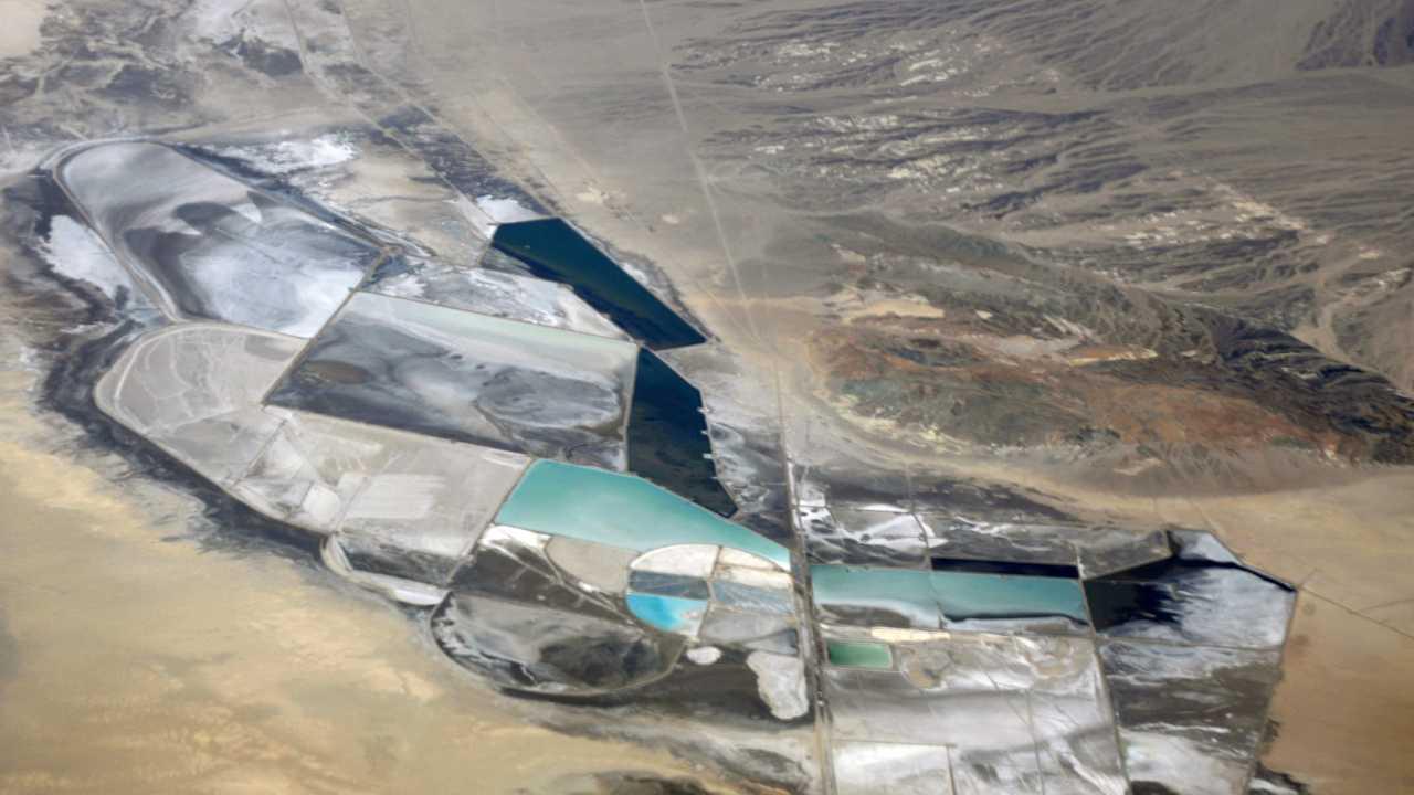 Солончак Салар-де-Уюни Люкой Галуззи в Боливии содержит до 70% мировых запасов лития