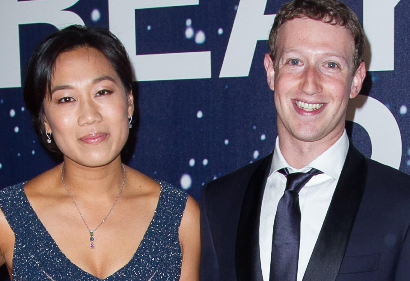 16 июл 2017. Влюбленные и счастливые!. 33-летний миллиардер марк цукерберг показал первое фото с беременной женой присциллой. Создатель крупнейшей в мире социальной сети facebook марк цукерберг поделился в своем аккаунте первым совместным снимком с беременной женой.