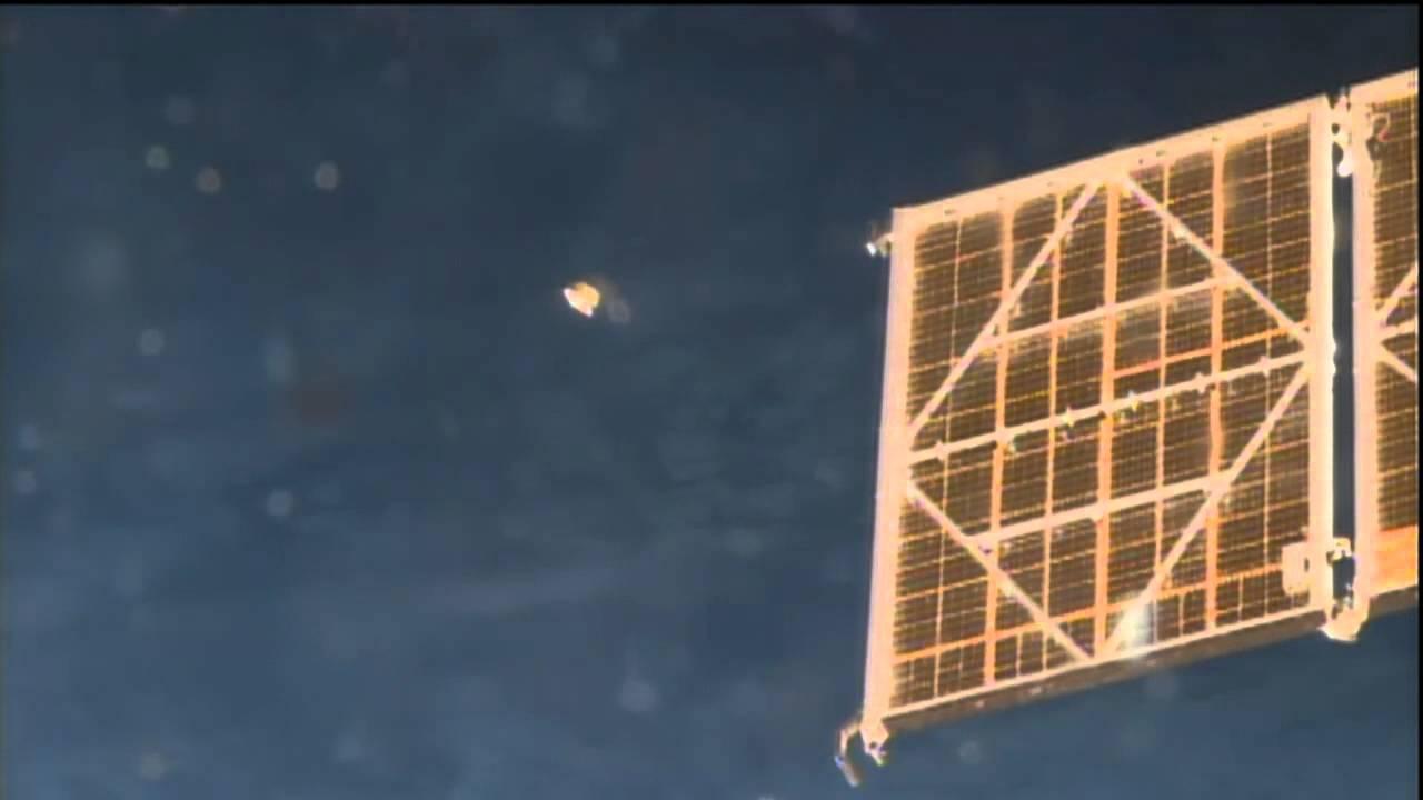 Оранжевый НЛО пролетел возле МКС