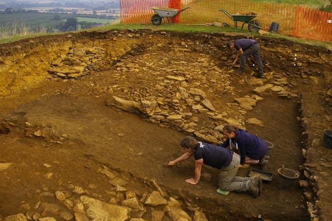 В резне, которая произошла около 2000 лет назад, погибли несколько сотен человек.