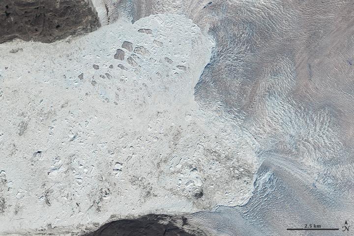 Ледник Якобсхавн в июле 2010 года — снимок со спутника NASA