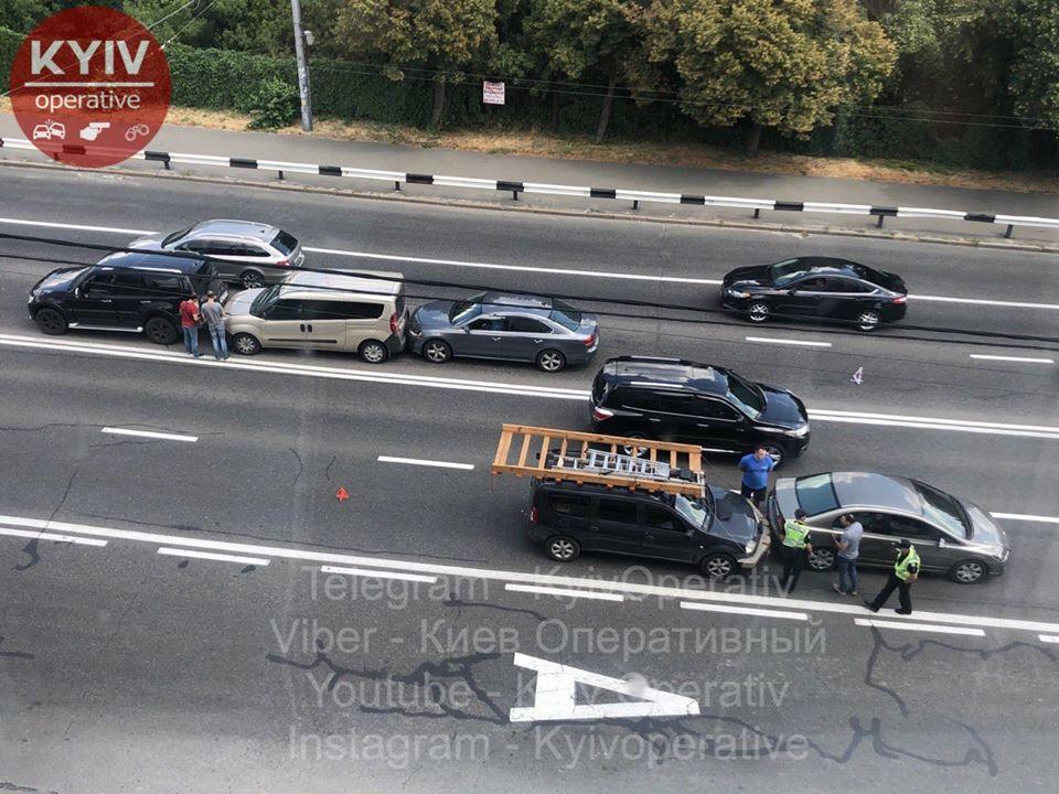 На Киевщине погиб мотоциклист, а в столице сбили скутериста: Сводка