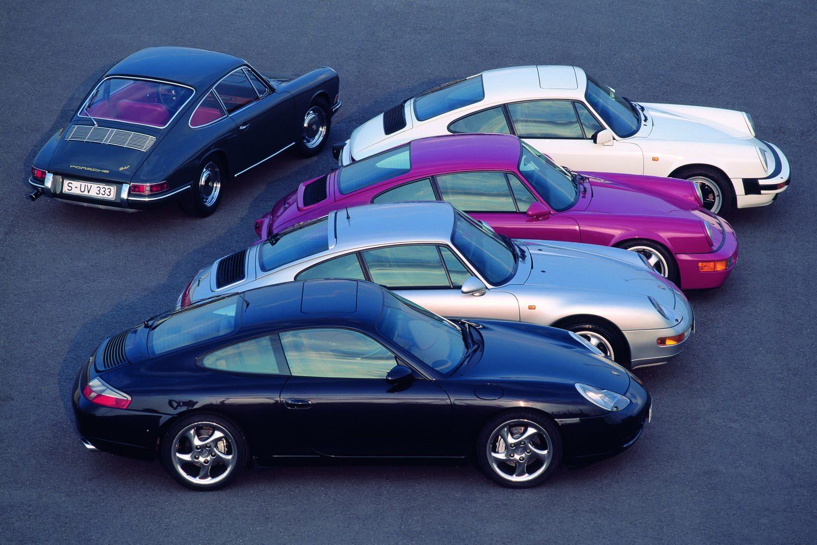 Семейство Porsche 911 разных поколений
