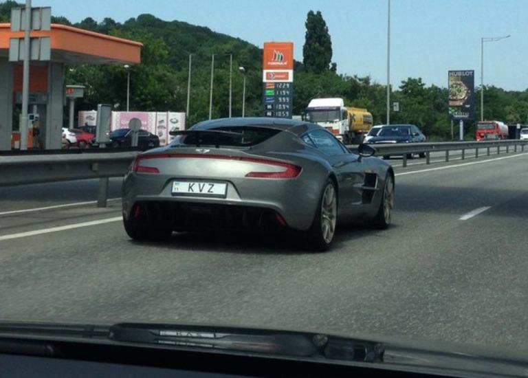 1) Aston Martin One-77. Цена при заказе — 15 000 000 гривен.