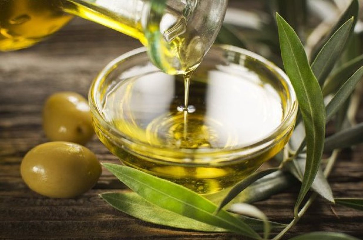 На оливковом масле жарить можно. Его нельзя перегревать