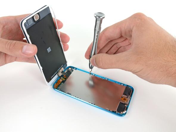 Специалисты разобрали iPod Touch и рассказали, что у него внутри
