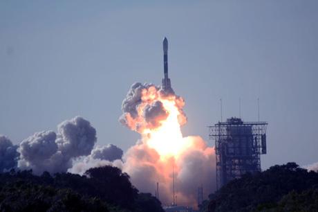 Носитель Дельта доставит зонд к Луне