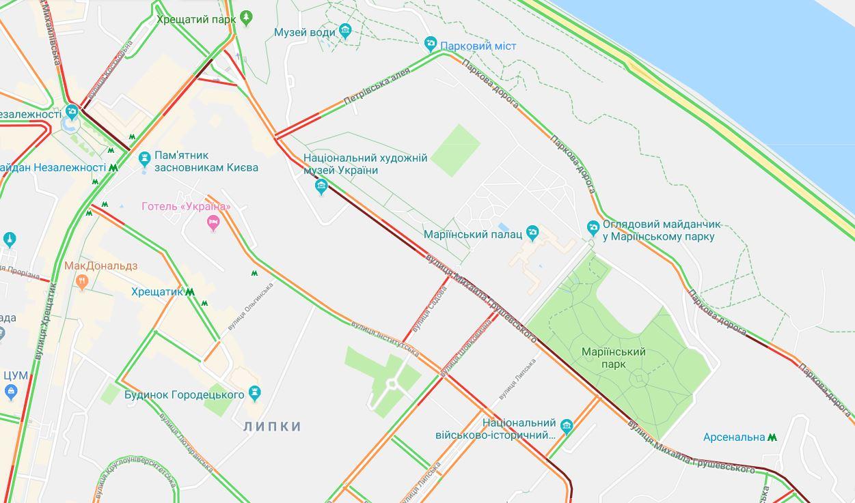 Движение на улице Грушевского и близлежащих улицах сильно затруднено