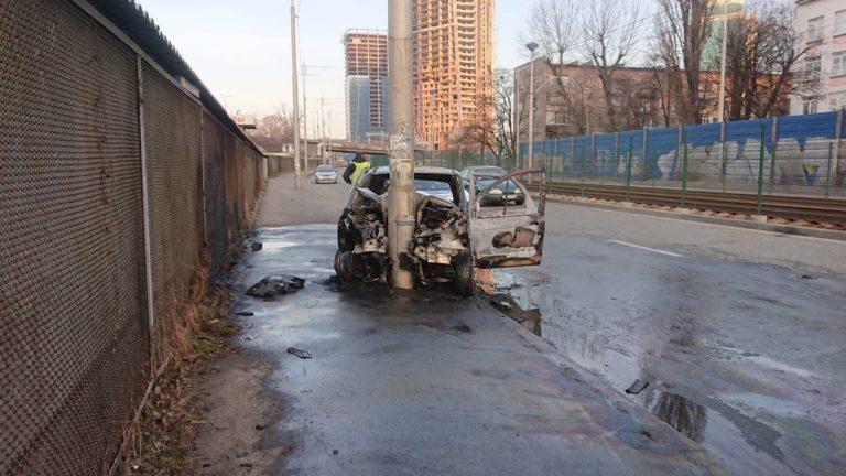 Машина выгорела полностью