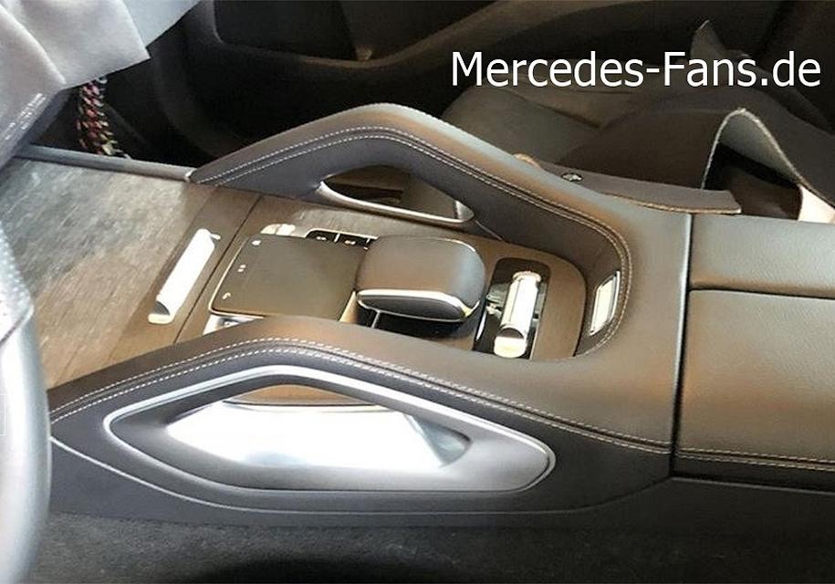 Также продается гибрид с бензиновым V6 3.0 мощностью