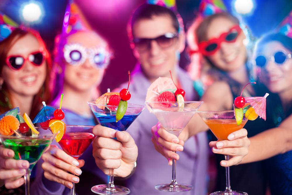 Коктейли - популярный аксессуар каждой вечеринки
