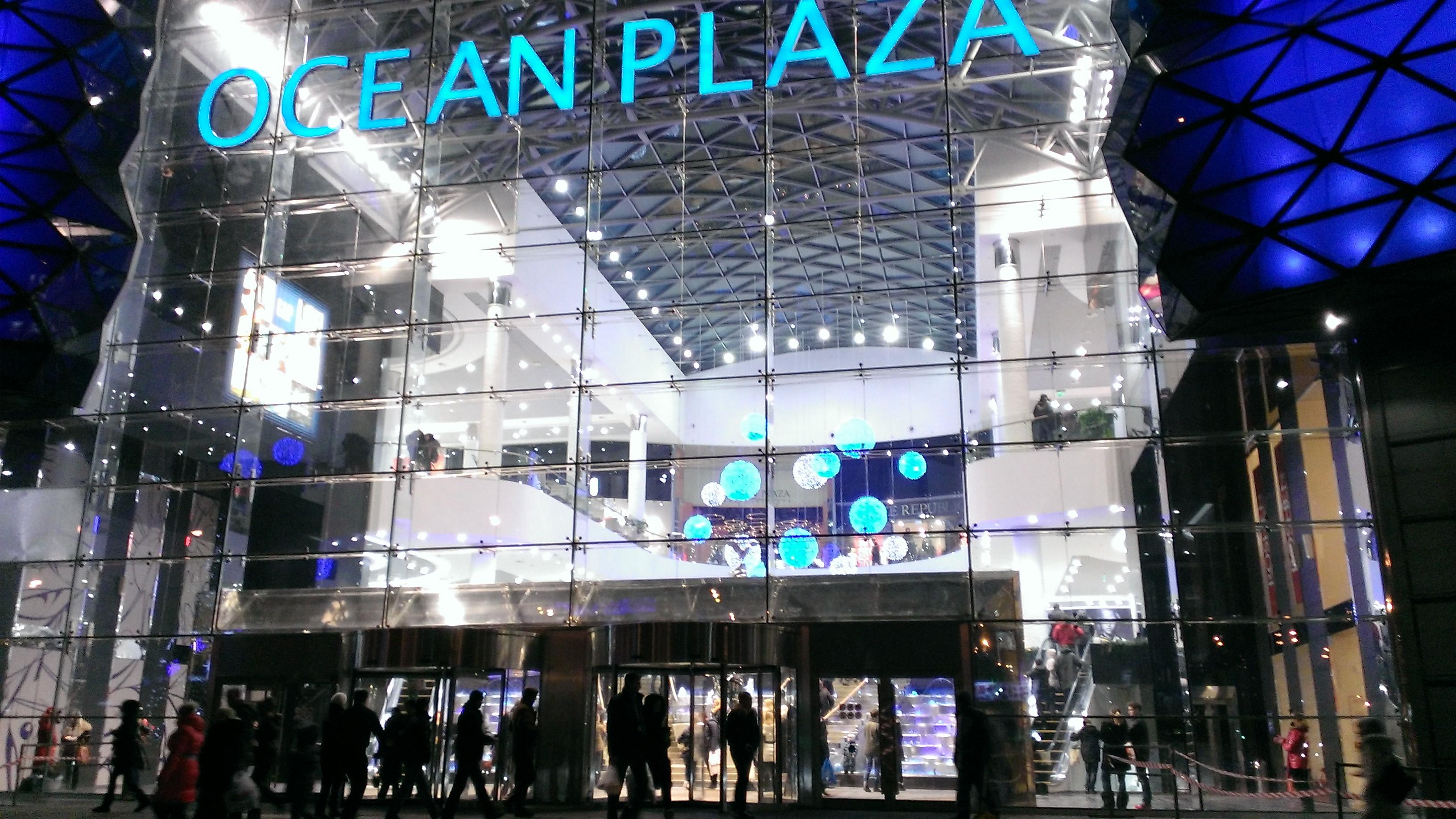 ТРЦ Ocean Plaza - статические фото в вечернее время, в принципе, выглядят неплохо