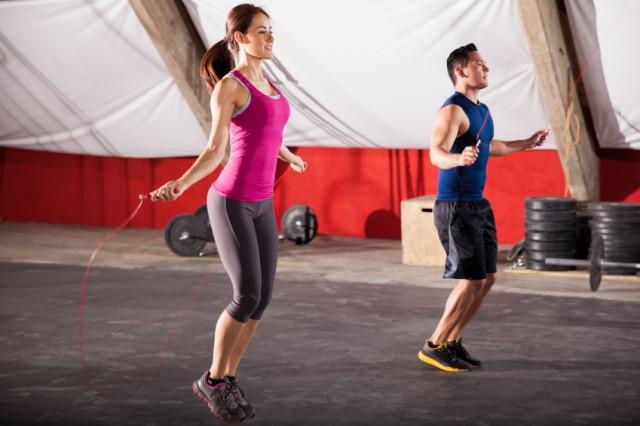 Прыжки со скакалкой - хорошая кардиотренировка и способ накачать икры