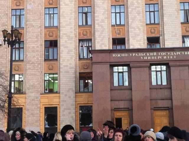 В Челябинске выбиты стекла