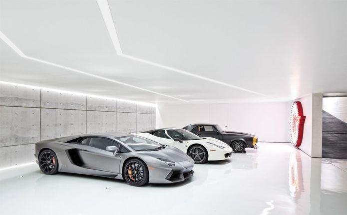 В доме Майкла Бэйа огромный гараж с редкостными машинами