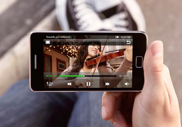 И прогнозированно возглавляет ТОП-10 телефонов июля Samsung I9100 Galaxy S II.