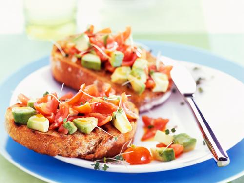 Тосты с овощами - простой завтрак для занятого парня