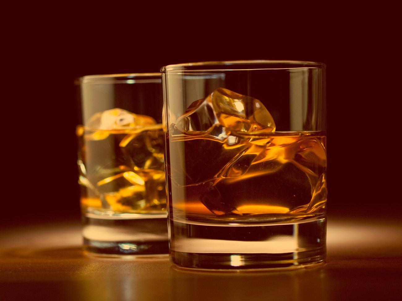 Лед - один из самых популярных ингредиентов к виски