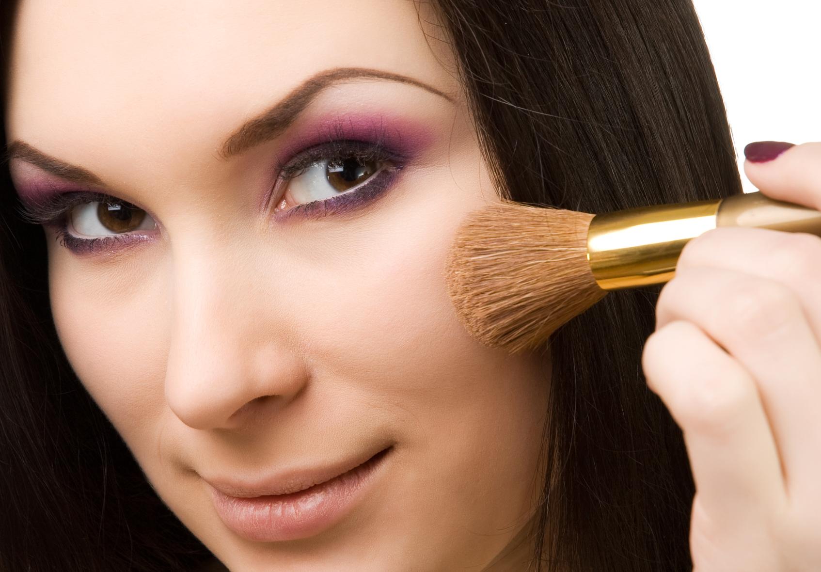 Правильно подобрать румяна цвету кожи
