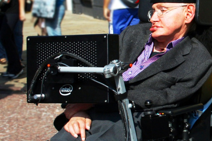 Физик Стивен Хокинг прикован к инвалидному креслу