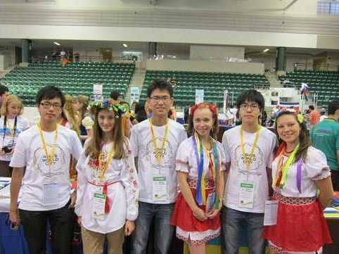 Школьницы на Олимпиаде гениев
