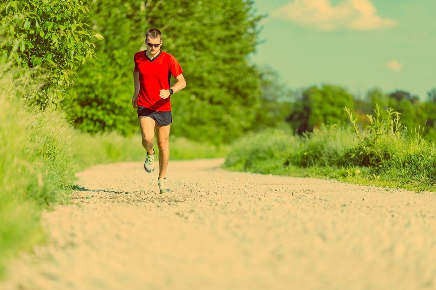 В районе полудня настоятельно рекомендуем не бегать — велик риск заработать тепловой и солнечный удар