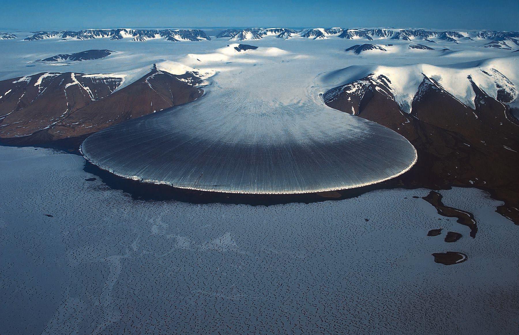 Под ледниками Гренландии хранятся огромные запасы воды