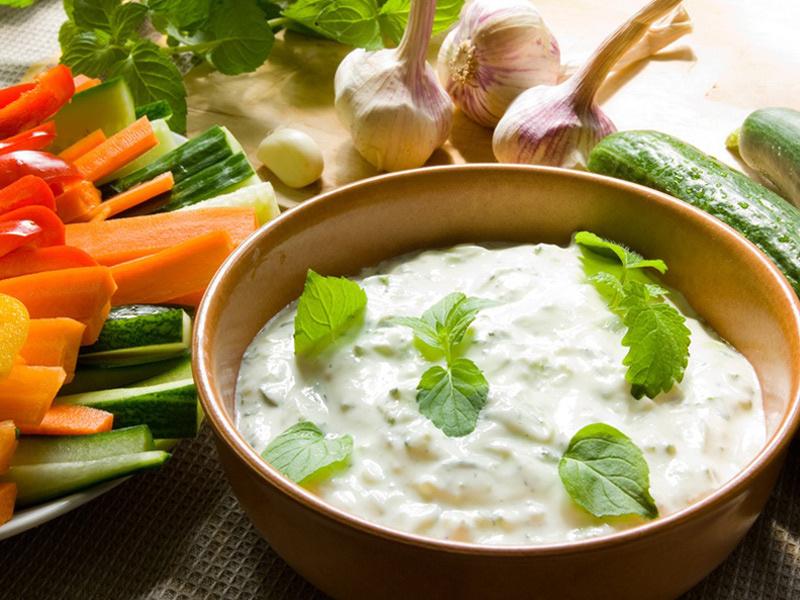 В Греции йогурт смешивают с овощами