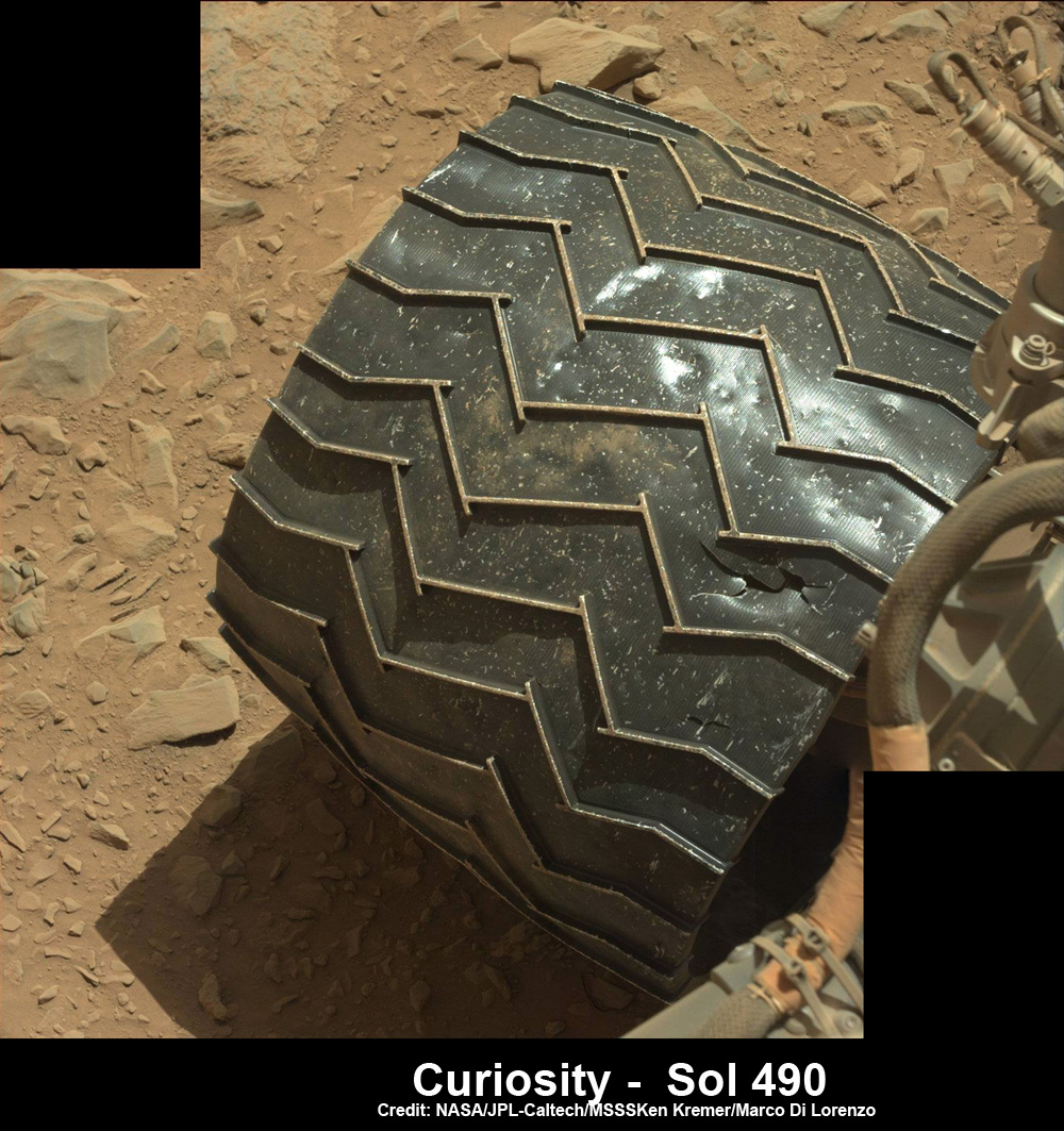 Поврежденное колесо марсохода