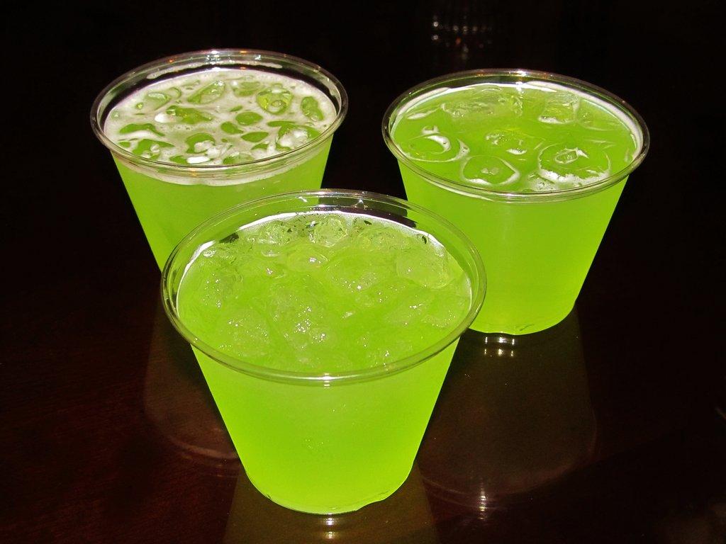 рецепты коктейлей зеленых алкогольных
