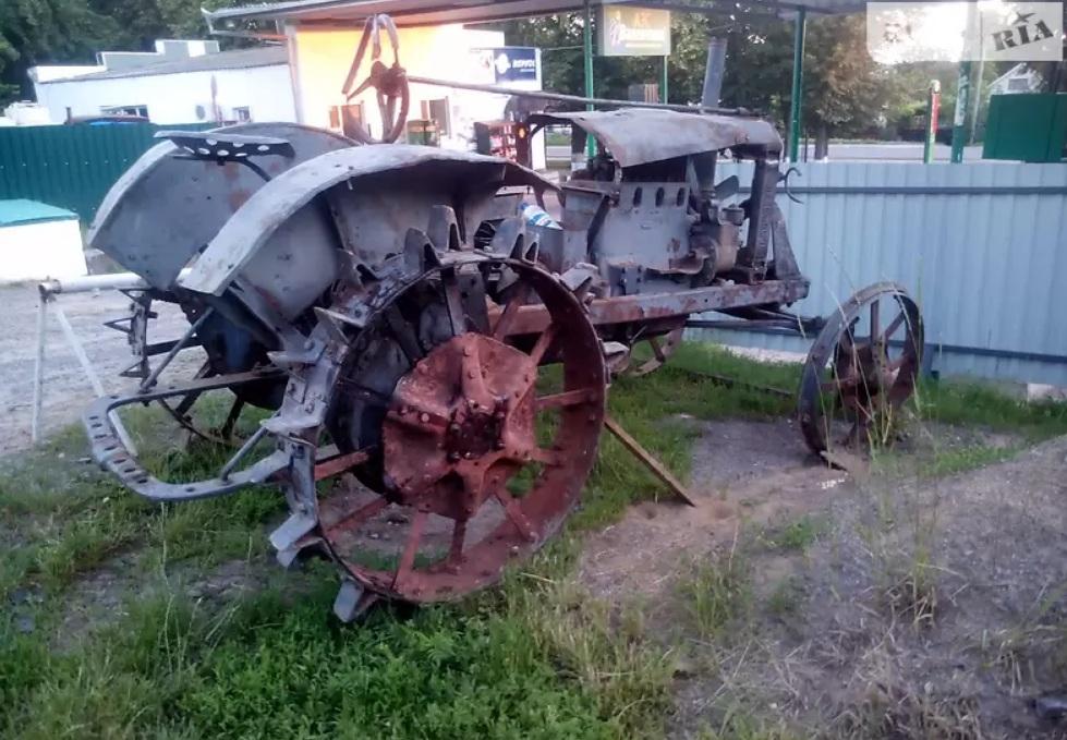 Раритетный трактор за 10 тыс $ выставили на продажу в Украине