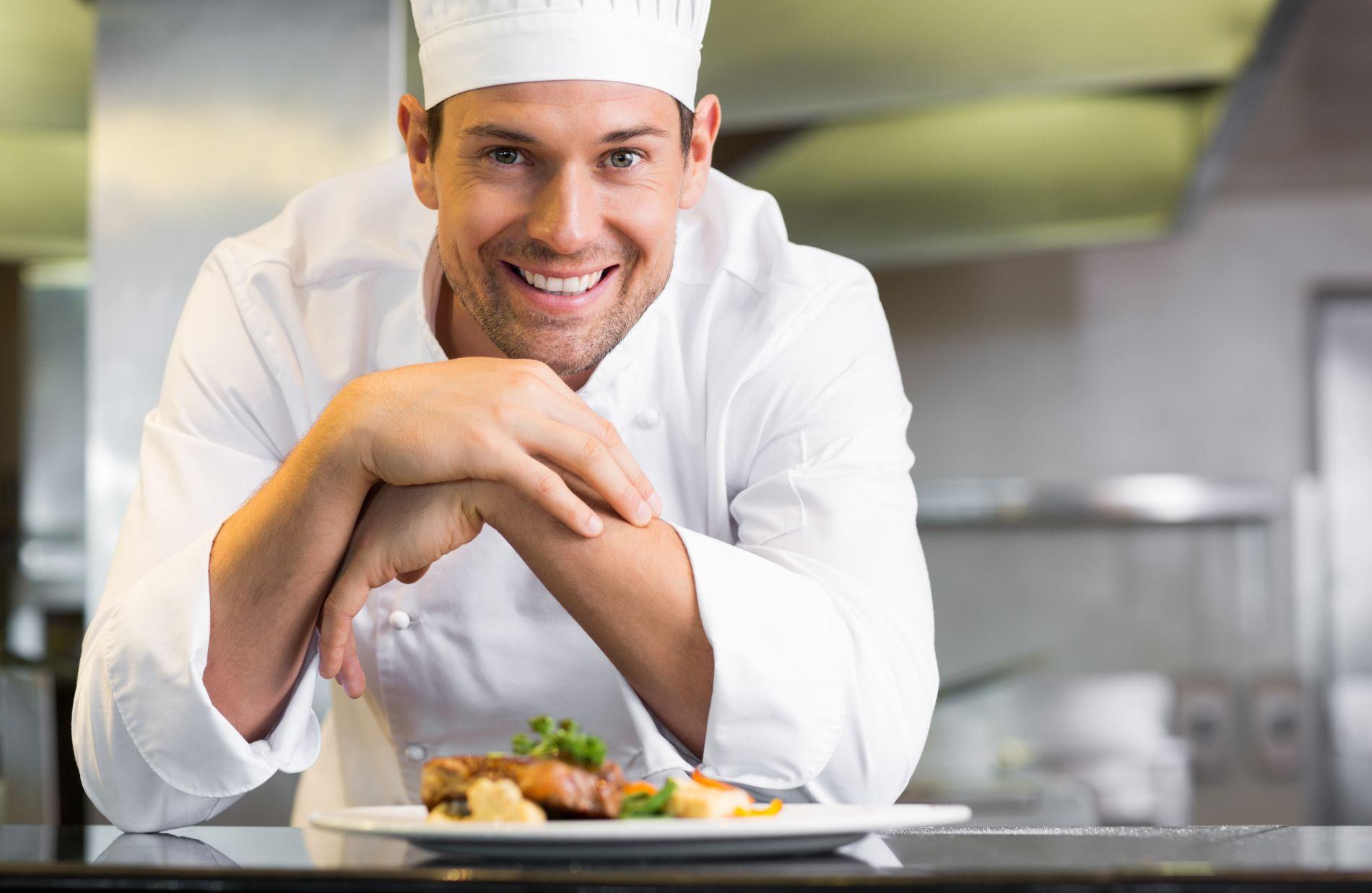 Мужчина должен уметь не только колоть дрова да зарабатывать деньги, но и вкусно готовить