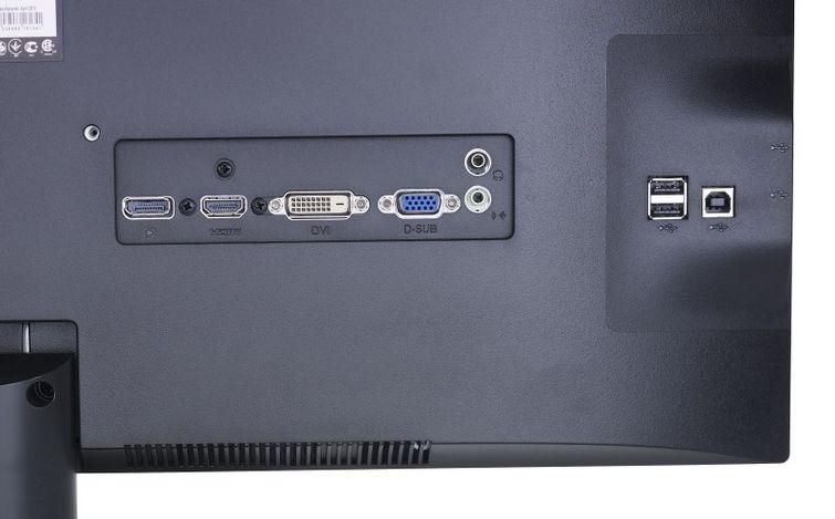 Полный набор входов и даже четыре USB порта