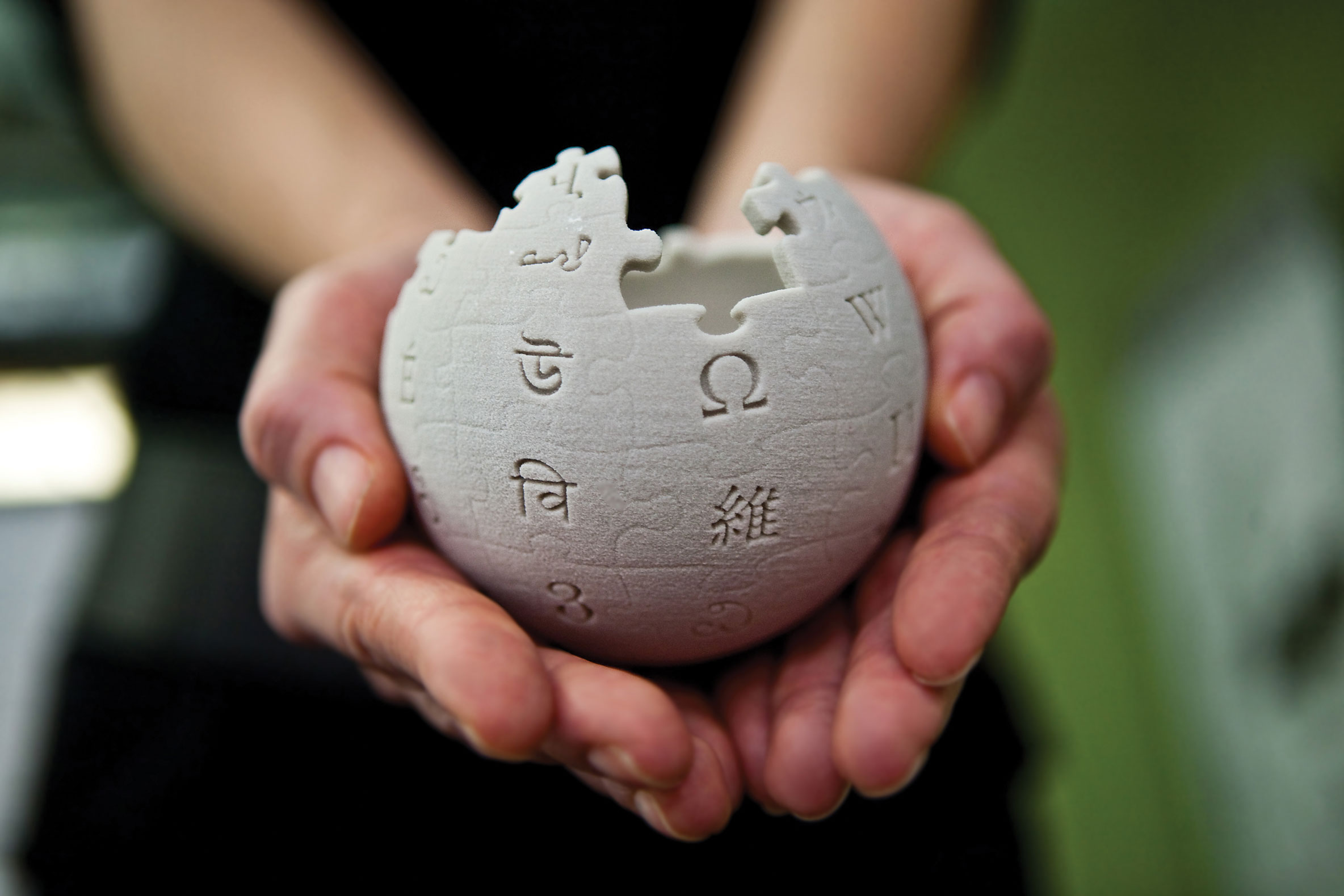 Редактирование в Wikipedia является добровольным и бесплатным